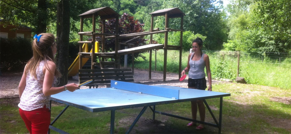 camping-saint-nectaire-table-de-ping-pong